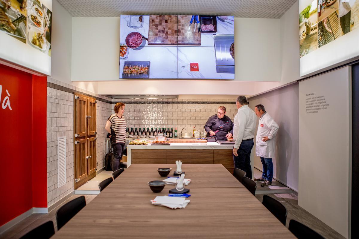 El Showroom de Carns Milà preparat per tot tipus de formacions i demostracions per a carnisseries i hostaleria