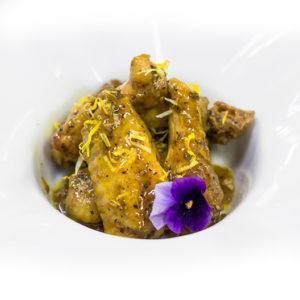 Aletes de pollastre amb marinada de llimona i herbes aromàtiques