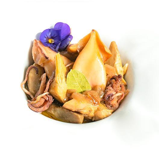 Calamars amb carxofes confitades al vi blanc D.O. Montsant