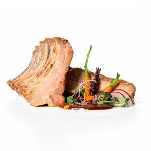 Costilla de cerdo duroc al vino blanco D.O. Montsant confitada a baja temperatura durante 8 horas