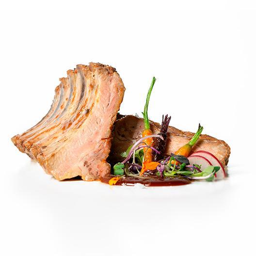 Costella de porc duroc al vi blanc D.O. Montsant confitada a baixa temperatura durant 8 hores