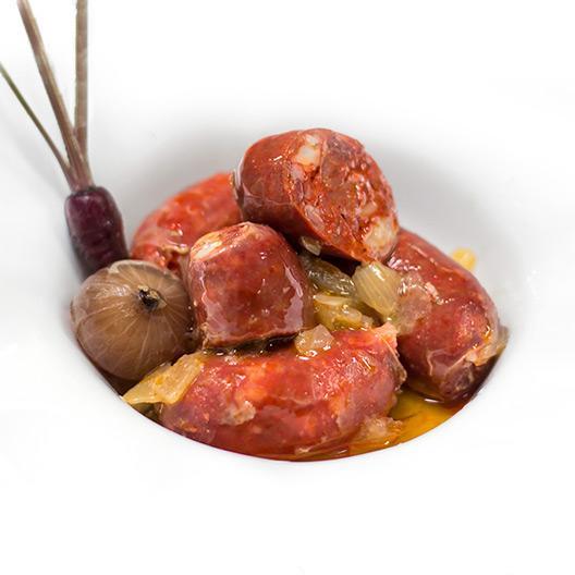 Chorizos minis D.O. León a la sidra con cebolla confitada