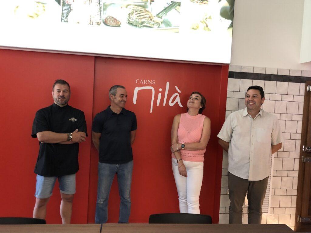 Frede Sancho y Eulalia Milà certificando el acuerdo de V gama.
