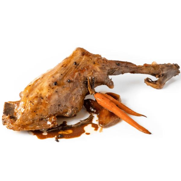 Pierna de cabrito con chalotas y zanahorias
